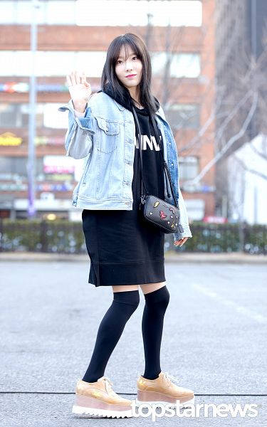 Tags: K-Pop, Girls' Generation, SM Town, Kim Tae-yeon, Black Outfit, Brown Footwear