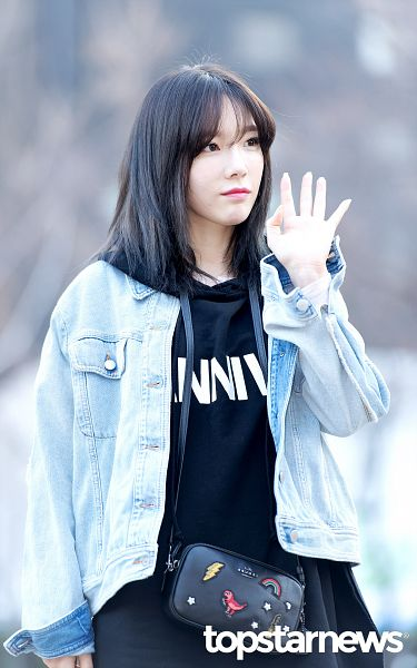 Tags: K-Pop, SM Town, Girls' Generation, Kim Tae-yeon, Wave, Looking Ahead, Black Dress, Purse, Bangs, Bag, Standing, Denim Jacket