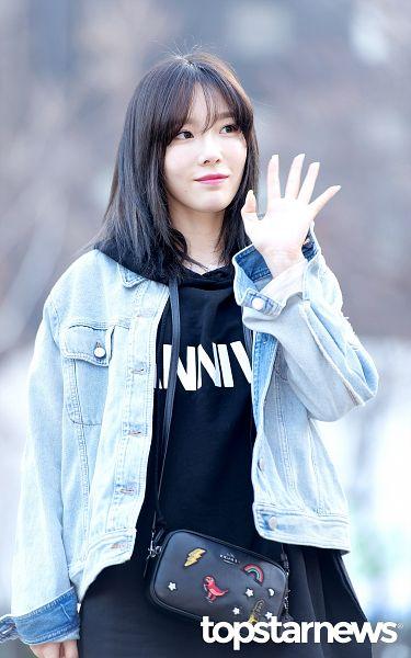 Tags: K-Pop, SM Town, Girls' Generation, Kim Tae-yeon, Bangs, Bag