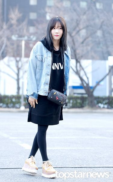 Tags: K-Pop, Girls' Generation, SM Town, Kim Tae-yeon, Standing, Closed Mouth, Black Outfit, Purse, Jacket, Looking Ahead, Blunt Bangs, Denim Jacket