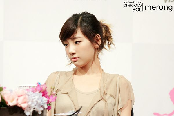Tags: Girls' Generation, Kim Tae-yeon, Multi-colored Hair, Ponytail, Wallpaper