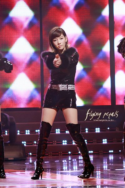 Tags: Girls' Generation, Kim Tae-yeon, Knee Boots, Black Footwear, Boots, Black Outfit, Multi-colored Hair