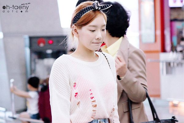 Tags: K-Pop, Girls' Generation, Kim Tae-yeon, Jeans, Airport, Looking Down, Lingerie, Bow, Bra, Black Bow, Hair Up, See Through Clothes