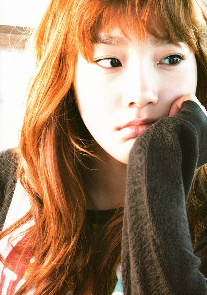 Tags: Girls' Generation, Kim Tae-yeon, Looking Away, Android/iPhone Wallpaper