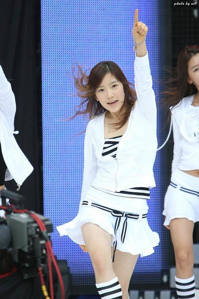 Tags: K-Pop, Girls' Generation, Into The New World, Kim Tae-yeon, White Jacket, Striped Legwear, Pointing, Messy Hair, Skirt, White Skirt, White Outerwear, Bare Legs