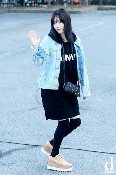 Tags: SM Town, K-Pop, Girls' Generation, Kim Tae-yeon, Wave, Dispatch