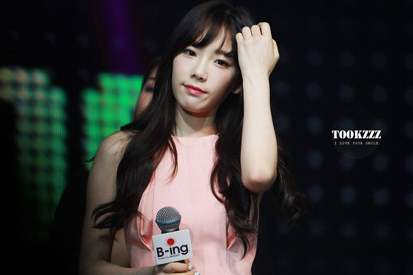 Tags: K-Pop, Girls' Generation, Kim Tae-yeon, Pink Shirt, B-ing, Wallpaper