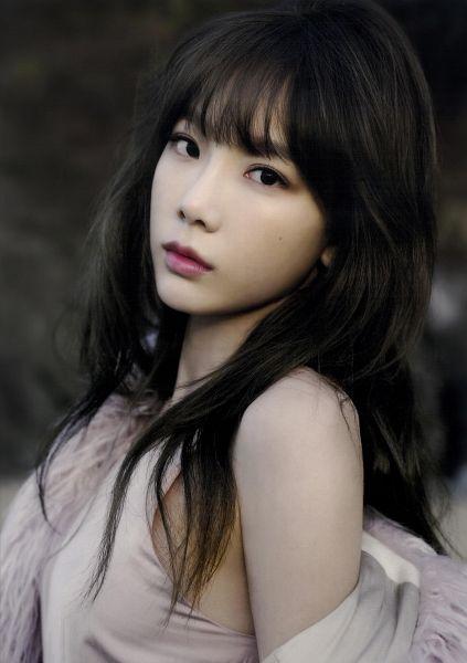 Tags: K-Pop, Girls' Generation, Kim Tae-yeon, Tank Top, Sleeveless, Bare Shoulders, Black Eyes