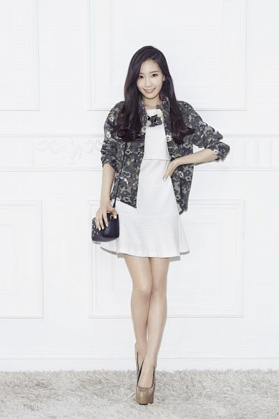 Tags: K-Pop, Girls' Generation, Kim Tae-yeon, White Background, Bag, White Dress, White Outfit, Hand On Hip, Light Background, Necklace, Android/iPhone Wallpaper, Mixxo