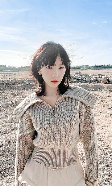 Tags: K-Pop, Girls' Generation, Kim Tae-yeon, Sky, Medium Hair, Outdoors, Brown Shirt