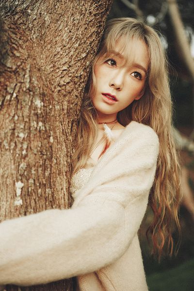 Tags: K-Pop, Girls' Generation, I (song), Kim Tae-yeon, White Dress, Looking Up, Tree, Outdoors, White Outfit, Sweater