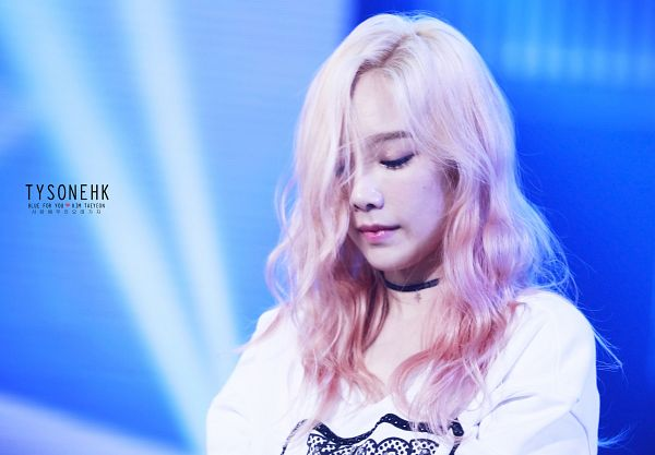 Tags: K-Pop, Girls' Generation, Kim Tae-yeon, Multi-colored Hair, Choker, Looking Down, Wallpaper