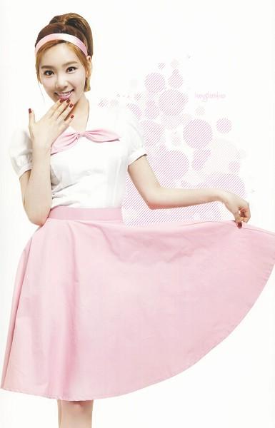 Tags: K-Pop, Girls' Generation, Kim Tae-yeon, Spotted Background, Medium Hair, Pink Bow, Hair Up, Bow, Nail Polish, Pink Neckwear, Ponytail, Holding Skirt