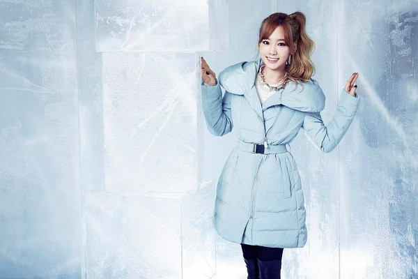 Tags: K-Pop, Girls' Generation, Kim Tae-yeon, Black Pants, Ice, Ponytail, Blue Jacket, Blue Pants, Necklace, Jeans, Mixxo