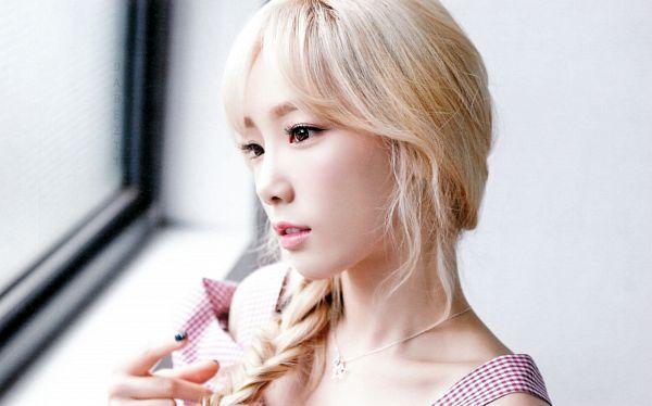Tags: K-Pop, Girls' Generation, Kim Tae-yeon, Blonde Hair, Purple Dress, Single Braid, Checkered Dress, Teeth, Braids, Close Up, Checkered, Purple Outfit