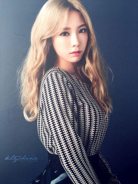 Tags: K-Pop, Girls' Generation, Kim Tae-yeon, Black Background, Black Shirt, Skirt, Closed Mouth, Black Skirt, Dark Background, Blonde Hair