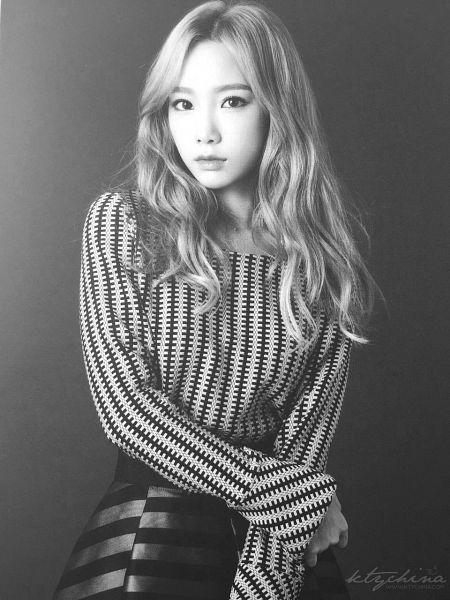 Tags: K-Pop, Girls' Generation, Kim Tae-yeon, Dark Background, Monochrome, Black Background, Skirt, Gray Hair, Black Skirt, Hand On Arm