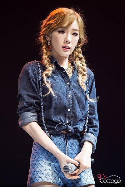 Tags: K-Pop, Girls' Generation, Kim Tae-yeon, Denim Shorts, Blue Shorts, Shorts, Dark Background, Twin Tails, Checkered, Black Background, Jeans, Checkered Shorts