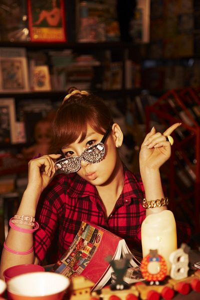 Tags: K-Pop, Girls' Generation, Oh!, Sunny, Kim Tae-yeon, Red Shirt, Checkered, Hair Up, Checkered Shirt, Pointing, Android/iPhone Wallpaper