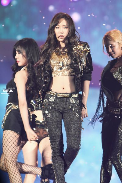 Tags: K-Pop, Girls' Generation, I Got A Boy, Kim Tae-yeon, Kim Hyo-yeon, Stephanie Young Hwang, Black Pants, Navel, Black Jacket, Shorts, Black Shorts, Side View