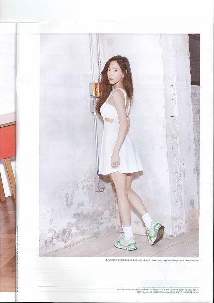 Tags: K-Pop, Girls' Generation, Kim Tae-yeon, White Dress, Sneakers, Silver Footwear, Bare Legs, Looking Back, Frame, Socks, Sleeveless Dress, Light Background