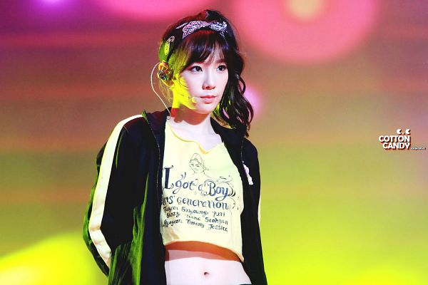 Tags: K-Pop, Girls' Generation, Kim Tae-yeon, Midriff, Navel, Yellow Shirt, Cotton Candy (Taeyeon Fansite), Wallpaper