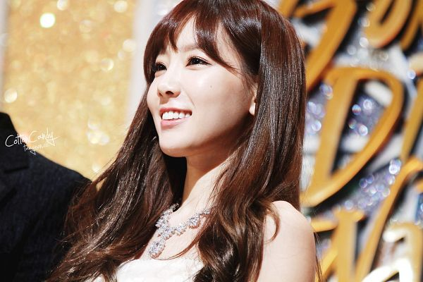 Tags: Girls' Generation, Kim Tae-yeon, Necklace, Sleeveless Dress, White Dress, Looking Away, Golden Disk Awards