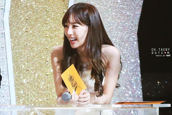 Tags: K-Pop, Girls' Generation, Kim Tae-yeon, Laughing, Necklace, White Dress, Sleeveless Dress, Looking Away, Sleeveless, White Outfit, Bare Shoulders, Golden Disc Awards