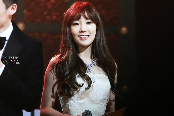 Tags: K-Pop, Girls' Generation, Kim Tae-yeon, Sleeveless Dress, Sleeveless, Necklace, Bare Shoulders, White Outfit, White Dress, Wallpaper, Oh-taeny, Golden Disc Awards