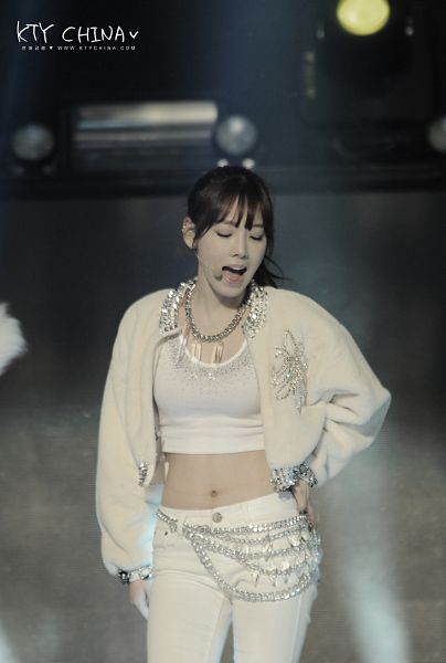 Tags: K-Pop, Girls' Generation, I Got A Boy, Kim Tae-yeon, Midriff, White Jacket, Hair Up, Hand On Hip, White Pants, Ponytail, Belt, Side View
