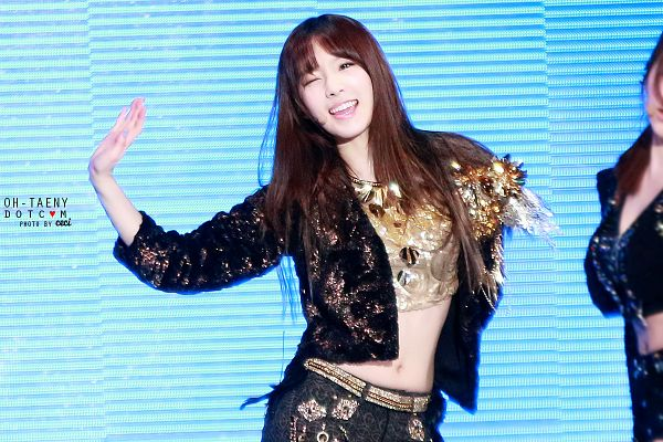 Tags: K-Pop, Girls' Generation, I Got A Boy, Kim Tae-yeon, Wavy Hair, Black Shirt, Black Jacket, Gold Shirt, Blue Background, Wink, Side View, Midriff