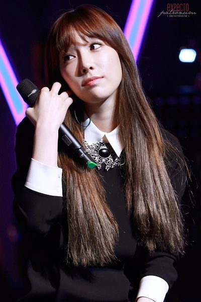 Tags: K-Pop, Girls' Generation, SM the Ballad, Kim Tae-yeon, Black Dress, Dark Background, Looking Away, Black Background, Hand In Hair, Sweater, Expecto Patronum, Android/iPhone Wallpaper