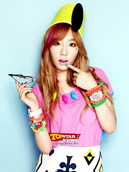 Tags: K-Pop, Kim Tae-yeon, Pink Shirt, Skirt, Finger To Lips, Necklace, Blue Background, Holding Object, Yellow Headwear, Red Hair, Multi-colored Hair, Hat