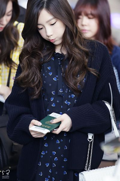 Tags: K-Pop, Girls' Generation, Kim Tae-yeon, Passport, Black Outerwear, Black Outfit, Cardigan, Black Neckwear, Black Dress, Eyes Half Closed, Pouting, Bag