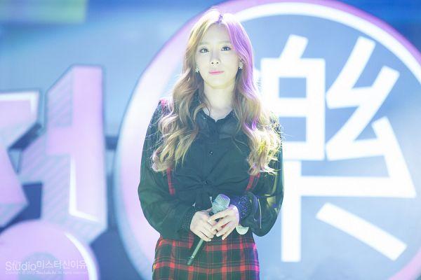 Tags: K-Pop, Girls' Generation, Kim Tae-yeon, Blue Background, Checkered Shorts, Red Shorts, Wavy Hair, Black Shirt, Shorts, Checkered, Wallpaper