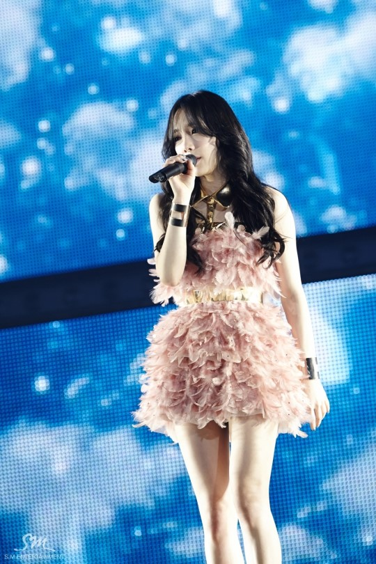 Tags: Girls' Generation, Kim Tae-yeon, Pink Outfit, Eyes Closed, Pink Dress, Eyes Half Closed, Tokyo Dome, Live Performance