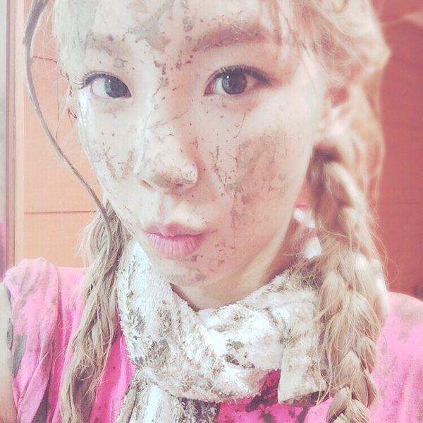 Tags: K-Pop, Girls' Generation, Kim Tae-yeon, Twin Tails, Dirt, Pink Shirt, Instagram