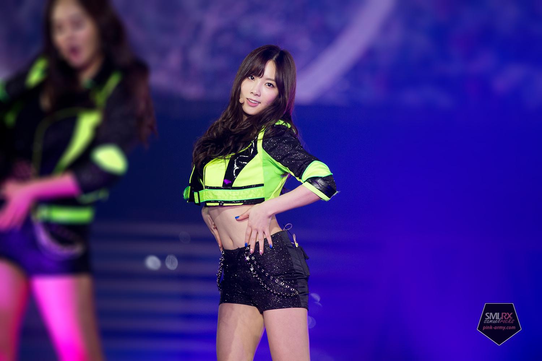 Yuri kwon snsd green skirt 8