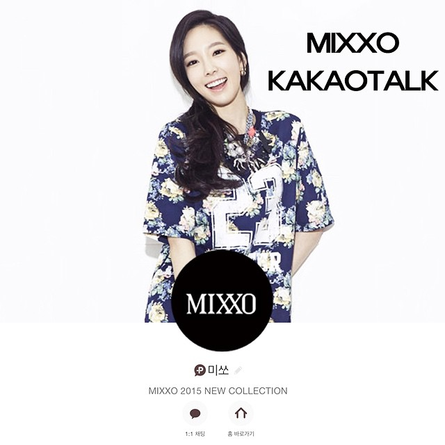 Tags: K-Pop, Girls' Generation, Kim Tae-yeon, Text: Brand Name, Light Background, Text: Company Name, Blue Dress, White Background, Floral Print, Korean Text, Floral Dress, Blue Outfit