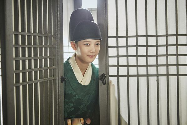 Tags: K-Drama, Kim Yoo-jung, Belt, Door, Hat, Green Outfit, Traditional Clothes, Korean Clothes, Moonlight Drawn by Clouds