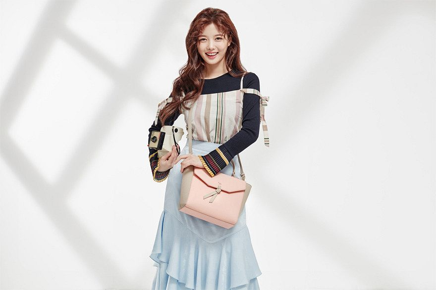 Tags: K-Drama, Kim Yoo-jung, Skirt, Multi-colored Shirt, Blue Skirt, Bag, Light Background, Wavy Hair, Shadow, Lapalette