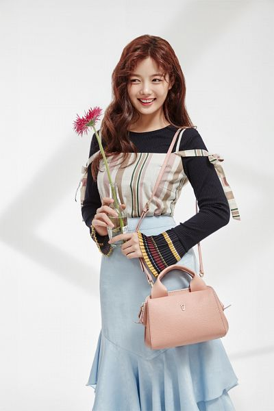 Tags: K-Drama, Kim Yoo-jung, Multi-colored Shirt, Blue Skirt, Skirt, Bag, Flower, Light Background, Looking Away, Shadow, Wavy Hair, Lapalette