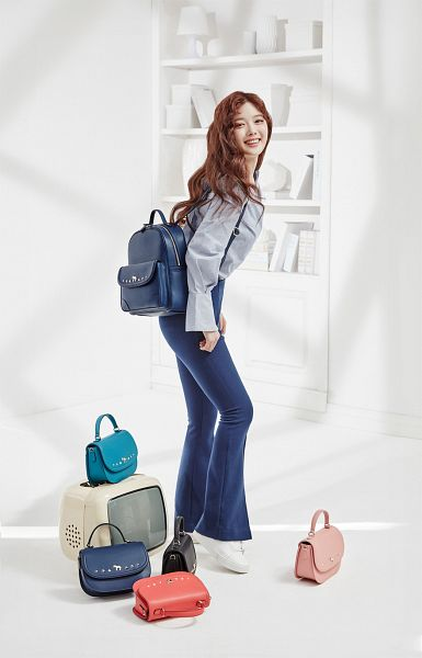 Tags: K-Drama, Kim Yoo-jung, Jeans, White Footwear, Light Background, Shadow, Shoes, Bag, Backpack, Blue Shirt, Wavy Hair, Sneakers