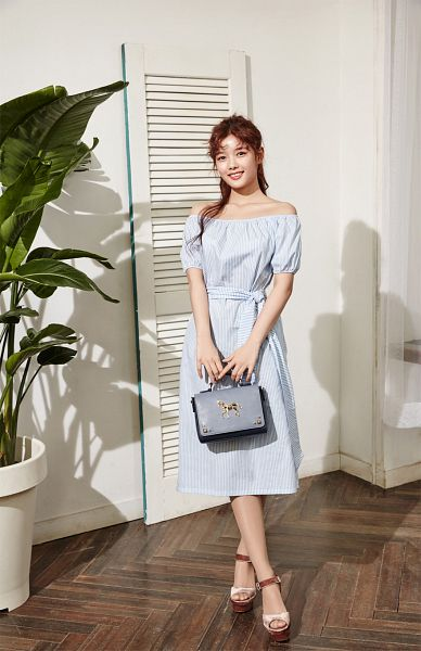 Tags: K-Drama, Kim Yoo-jung, High Heels, Plant, Short Sleeves, Shadow, Holding Object, Blue Dress, Light Background, Bag, Wavy Hair, Blue Outfit