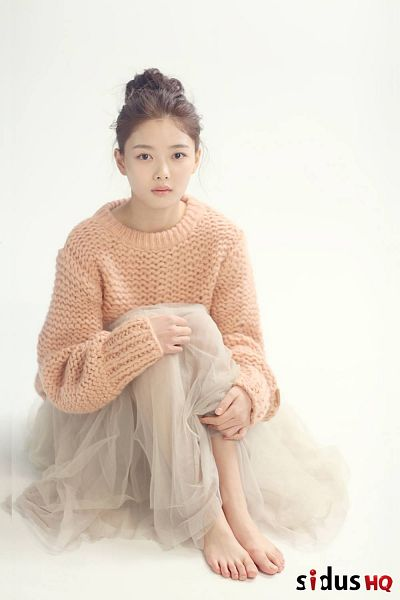 Tags: K-Drama, Kim Yoo-jung, Hair Up, Barefoot, Sweater, Single Bun, Hair Buns, Android/iPhone Wallpaper