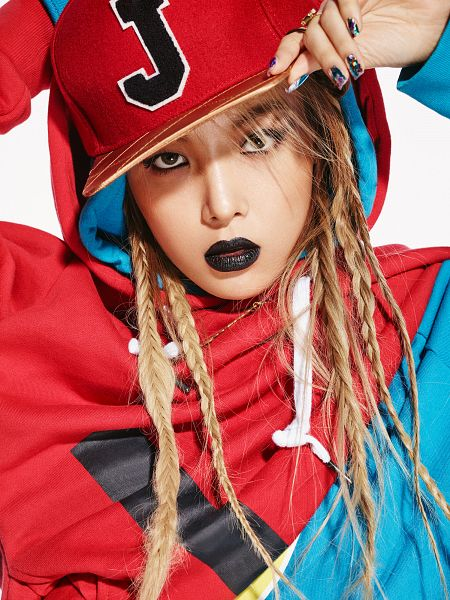 Tags: K-Pop, Wonder Girls, Kim Yubin, Nail Polish, Light Background, Hand On Hat, White Background, Make Up, Hat, Close Up, Android/iPhone Wallpaper, Allure