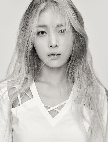 Tags: K-Pop, Wonder Girls, Kim Yubin, Monochrome, Gray Background, White Outfit, Close Up, Android/iPhone Wallpaper, Allure