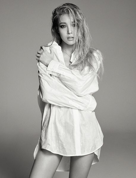Tags: K-Pop, Wonder Girls, Kim Yubin, Monochrome, Bare Legs, Covering Eyes, Allure, Android/iPhone Wallpaper