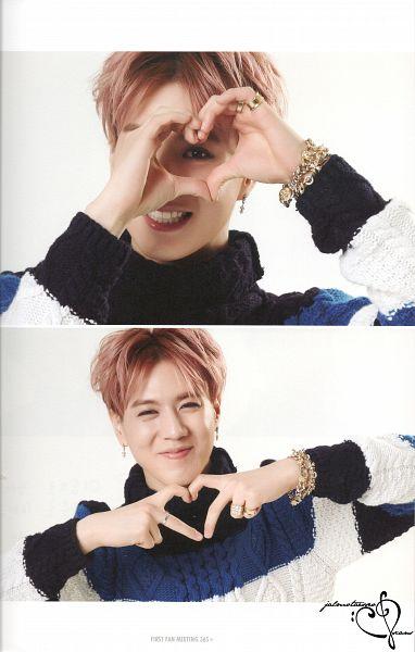 Tags: K-Pop, Got7, Kim Yugyeom, Heart Gesture, Sweater, Striped Shirt, Red Hair, Light Background, Turtleneck, Bracelet, White Background, Collar (Clothes)