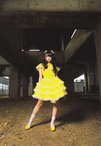 Tags: J-Pop, AKB48, Kizaki Yuria, Bow, Bare Legs, Yellow Dress, Hair Ornament, White Legwear, Full Body, Knee Socks, Hair Bow, Outdoors